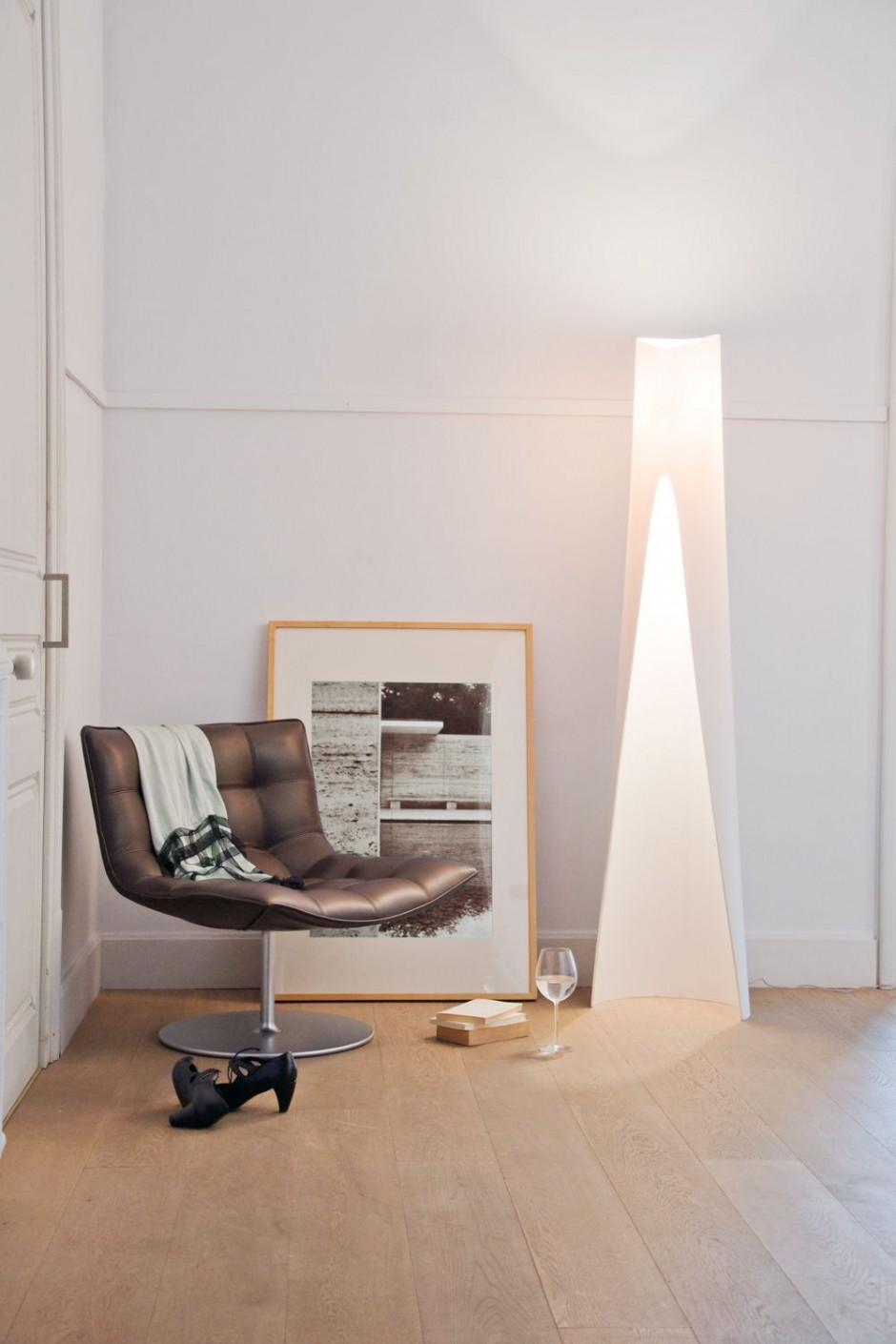 The Suit Lamp by Oriol Llahona for Alma Light