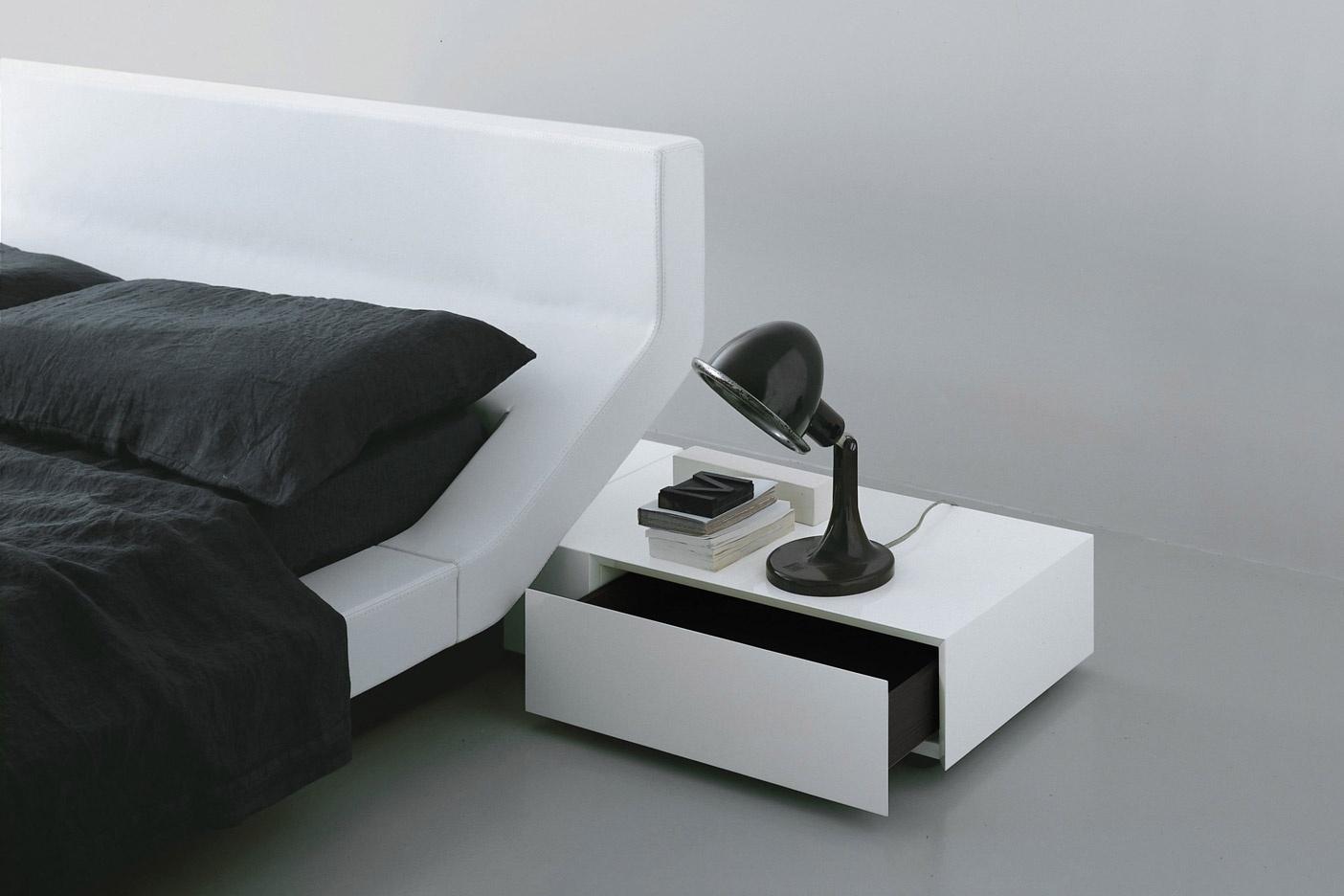 Lipla Bed by Porro
