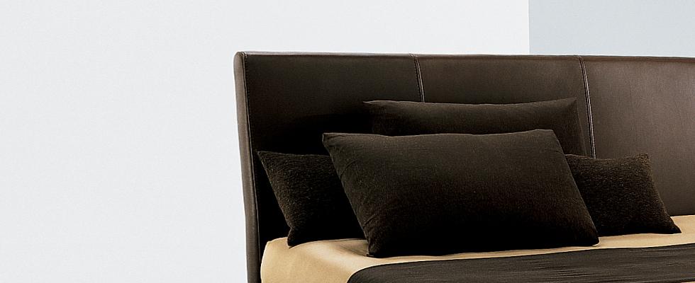 Kendal Bed by Della Robbia