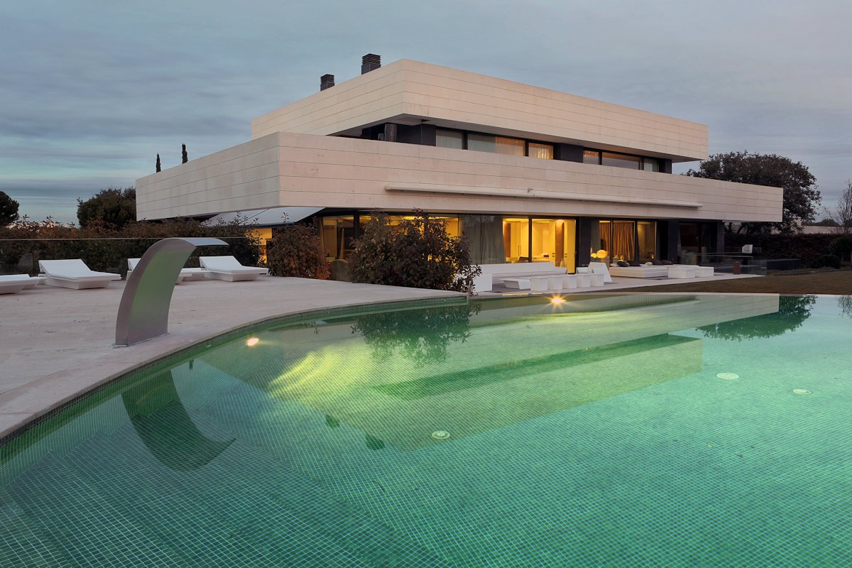 LV House in Madrid by A-cero