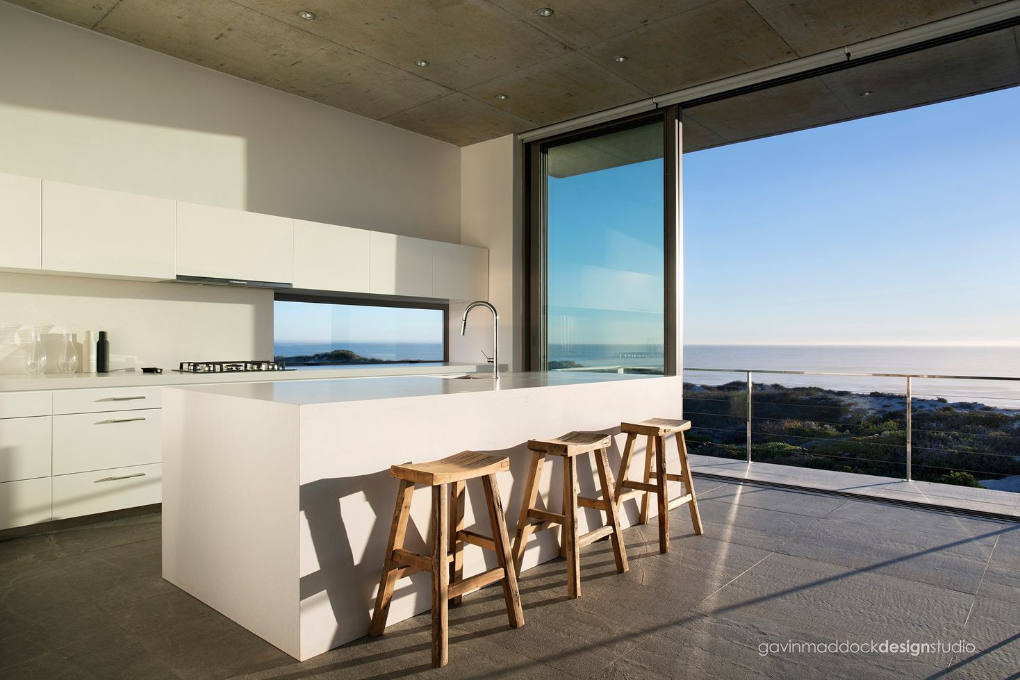 Pearl Bay Residence in Yzerfontein, South Africa by Gavin Maddock Design Studio
