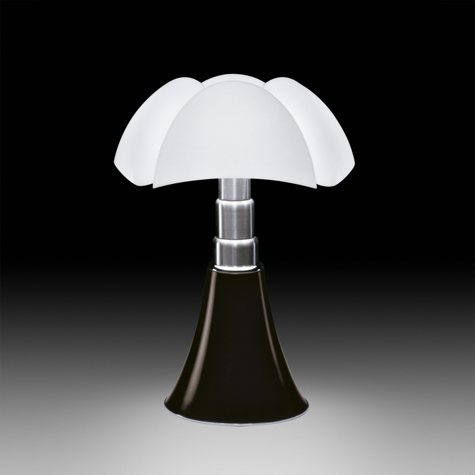 timeless design pipistrello table lamp by gae aulenti for martinelli luce sohomod blog