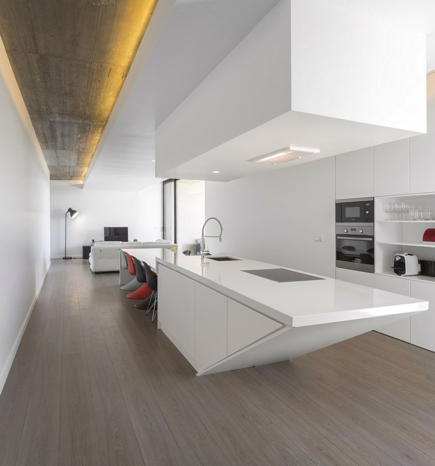 Tomar Hill House in Portugal by Contaminar Arquitectos