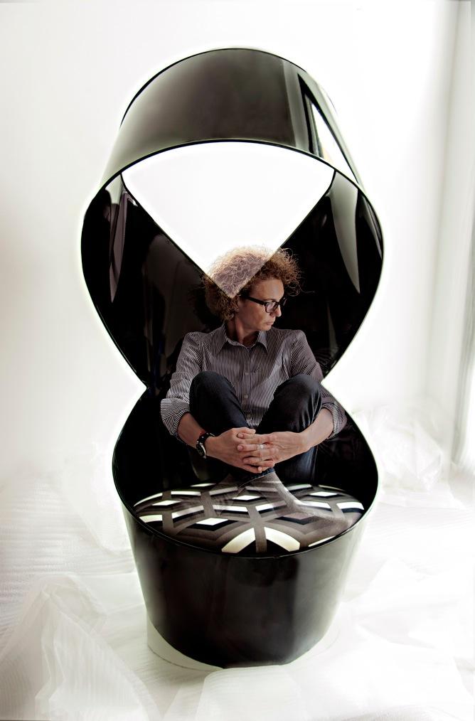 Infinito Lounge Chair by Carmen Bayarri