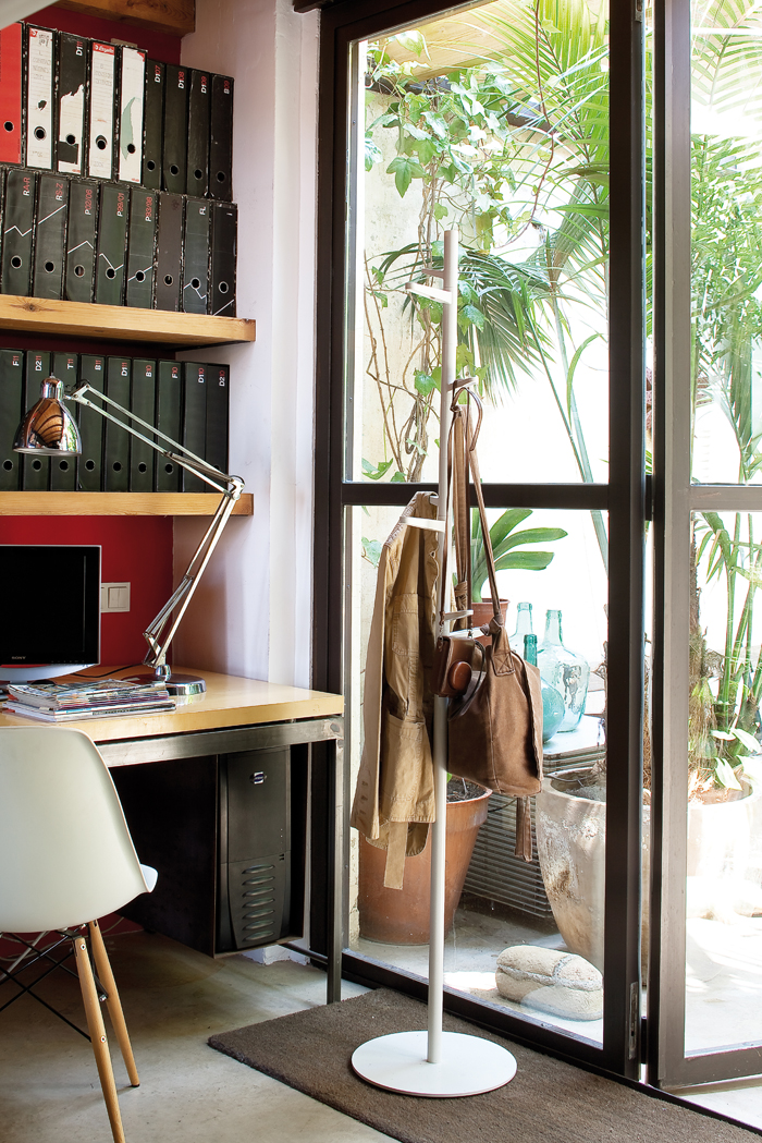 Taiga Coat Hanger by Estudi Antoni Arola