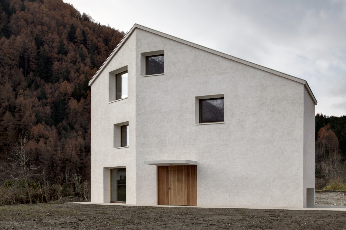 House at Mill Creek in Mühlen in Taufers, Italy by Pedevilla Architekten