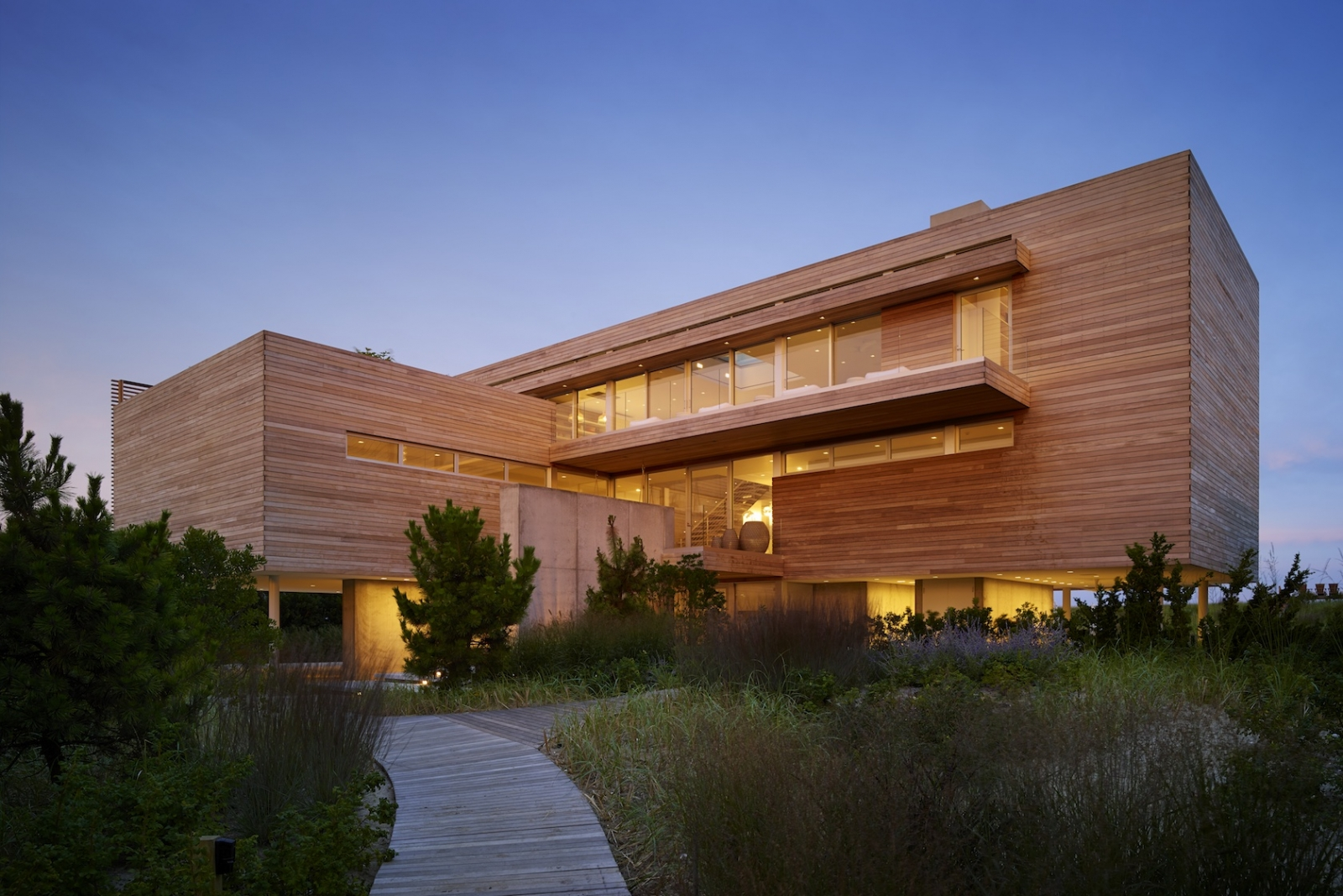 Ocean Deck House in Bridgehampton, New York by Stelle Lomont Rouhani Architects