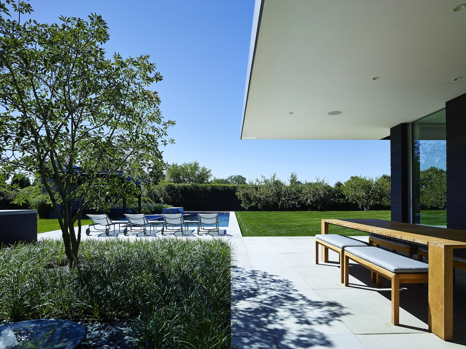Orchard House in Sagaponack, New York by Stelle Lomont Rouhani Architects