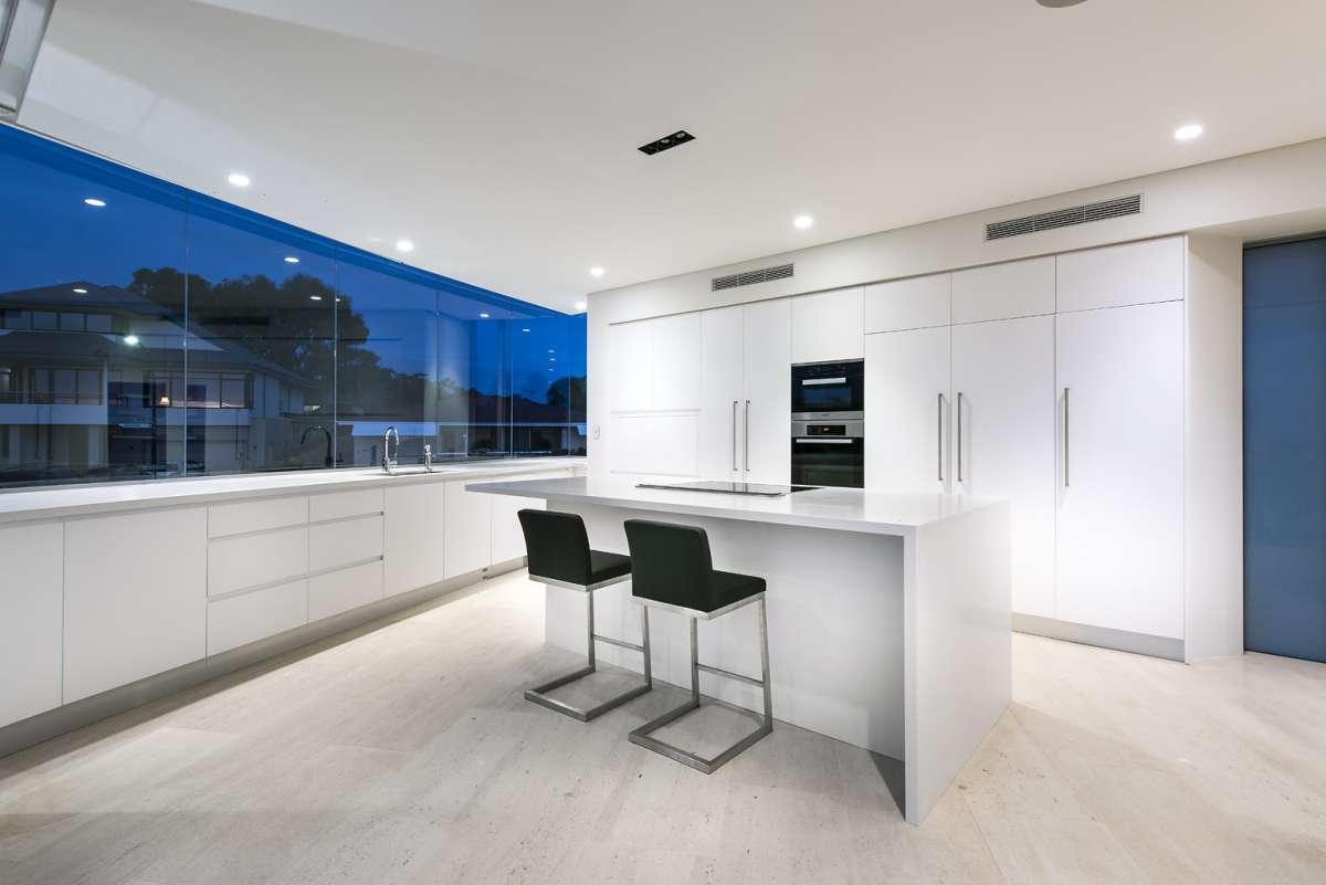City Beach House in Perth, Australia by Cambuild & Banham Architects
