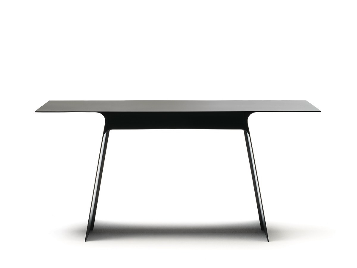 Inari Dining Table by mist-o for Living Divani