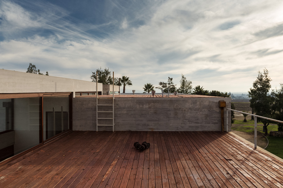 Corredor House in Santiago, Chile by Chauriye Stäger Architects