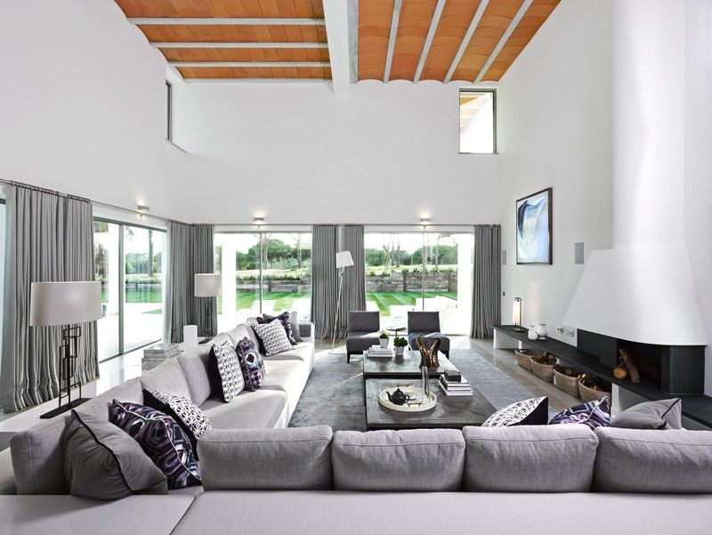 San Lorenzo North House in Quinta do Lago, Portugal by de Blacam and Meagher Architects
