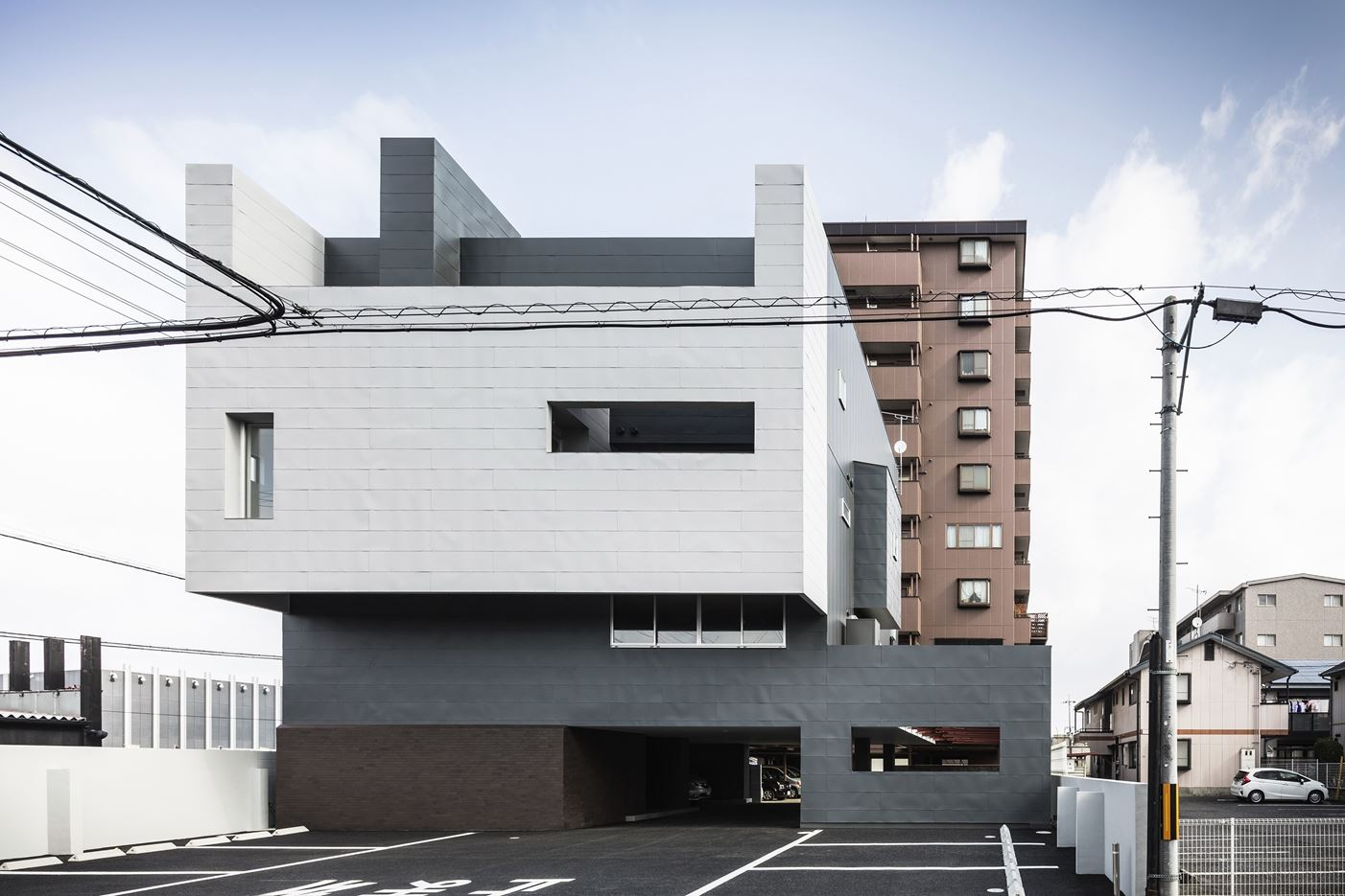 Complex Residence in Japan by FORM / Kouichi Kimura Architects
