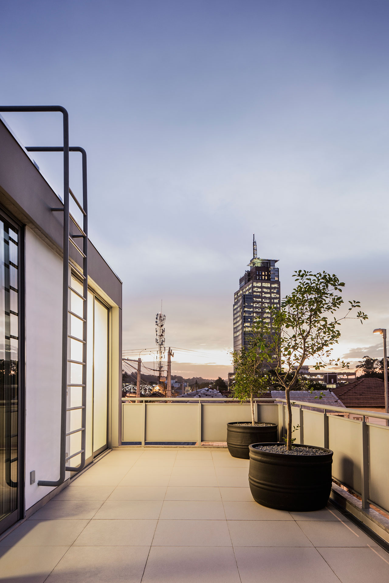 The workshop house in s o paulo by pax arq sohomod blog - The narrow house of sao paolo ...