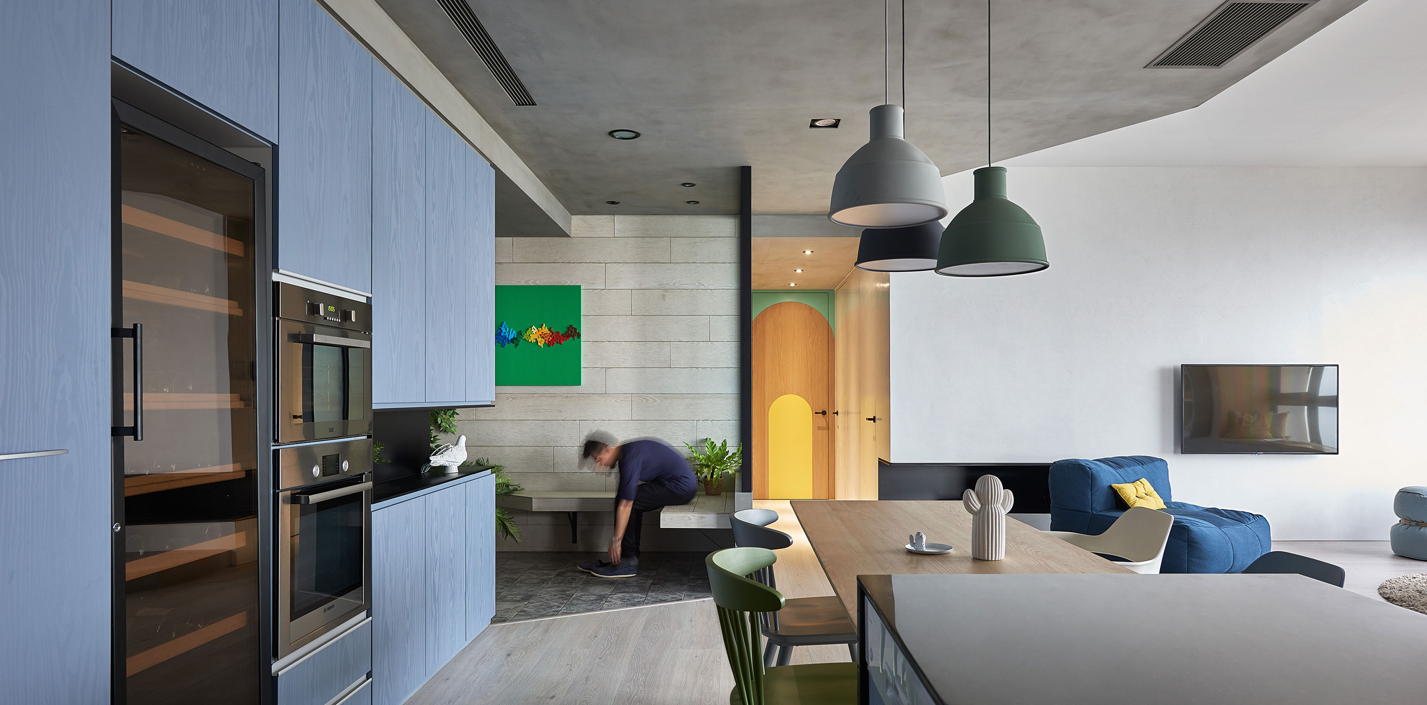 blue and glue: sky-high family apartment in taiwanhao design