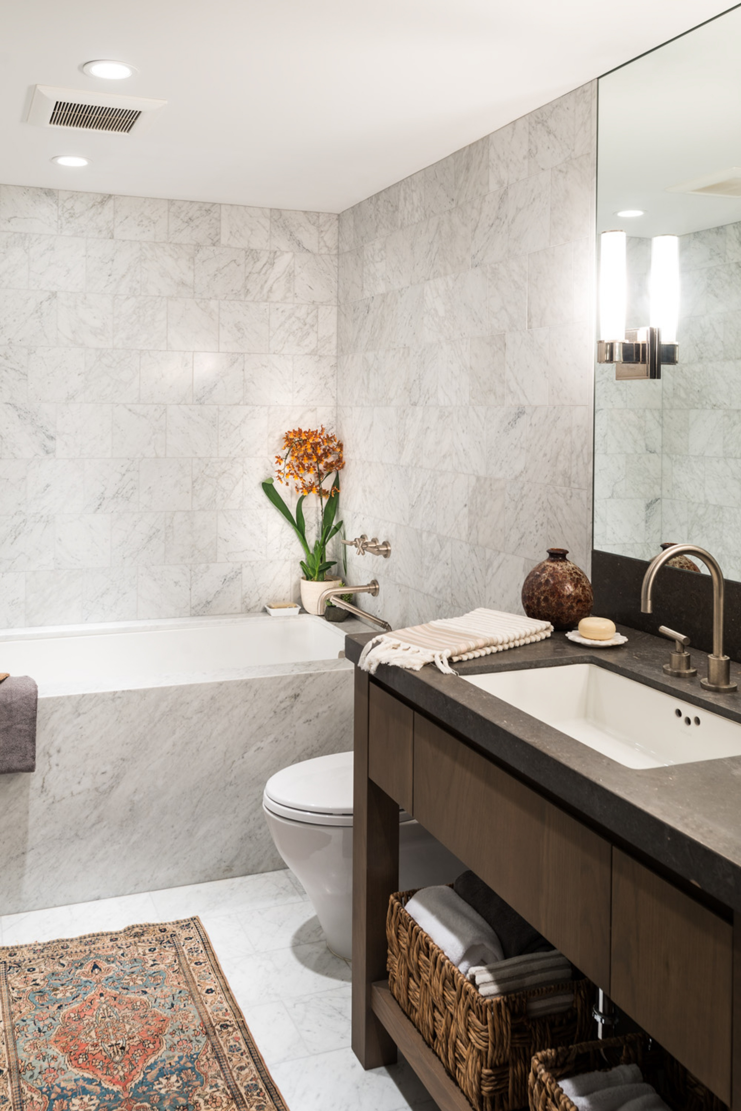 Continental Place Apartment in Seattle by Hoedemaker Pfeiffer