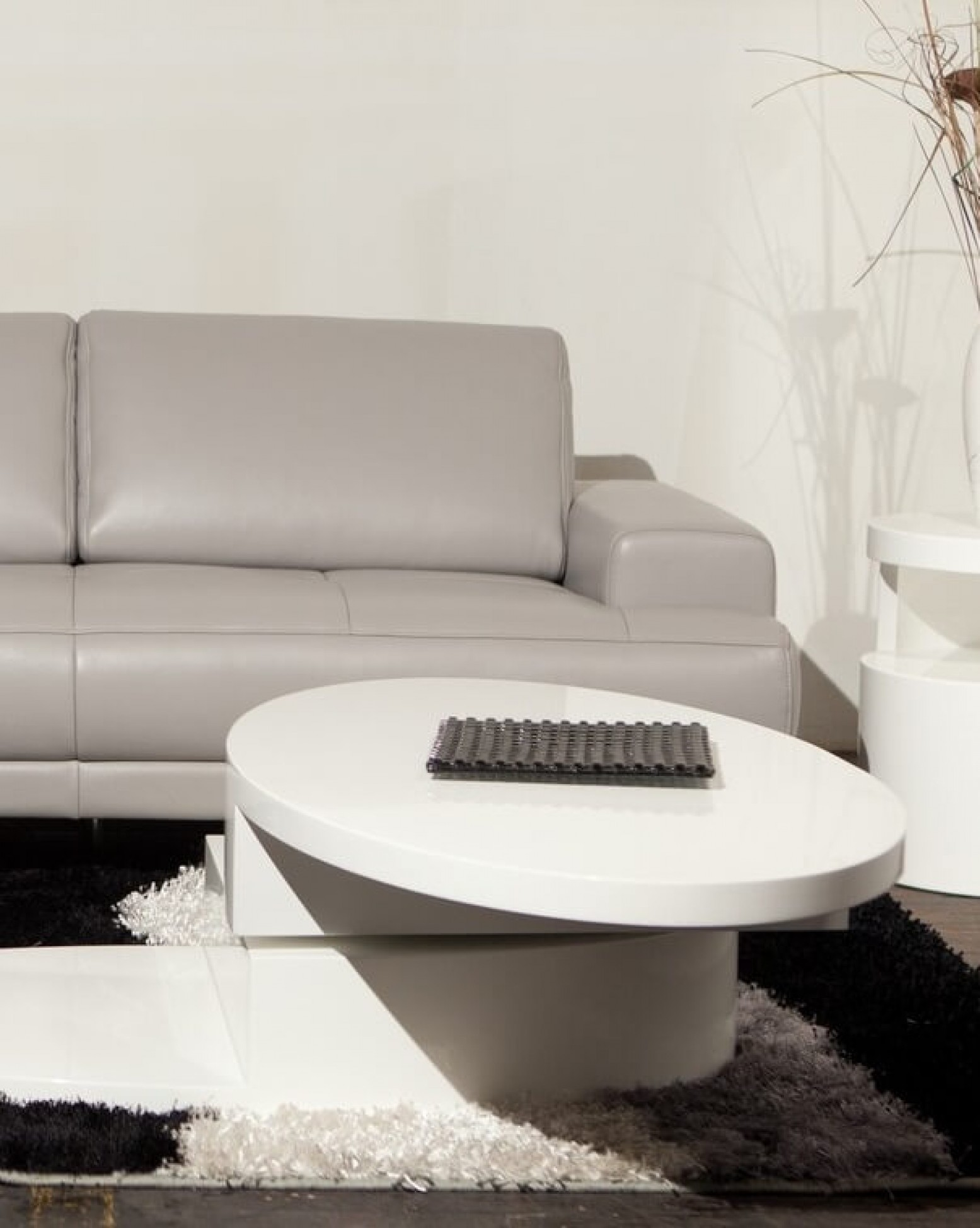 Ergo Swivel Coffee Table White By Beverly Hills Furniture