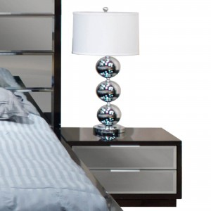 Mera Lacquer/Mirror Platform Bedroom Set by Sharelle Furnishings