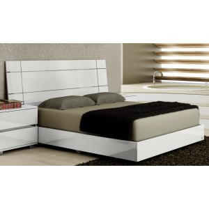 Dream Wood Bed, Queen Size by At Home USA