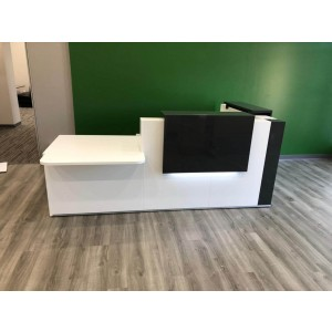 Tera Customizable Reception Desk