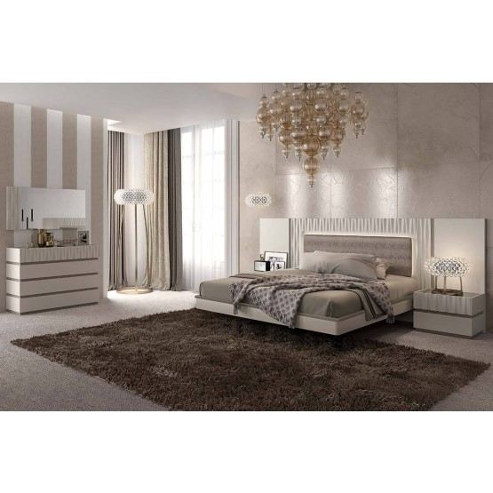 Marina Wood Veneer/Lacquer Platform Bedroom Set photo