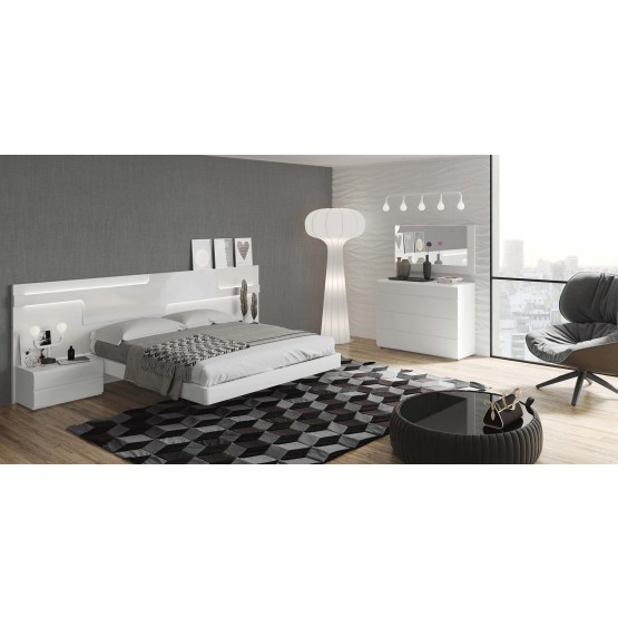 Sara Lacquer Platform Bedroom Set photo