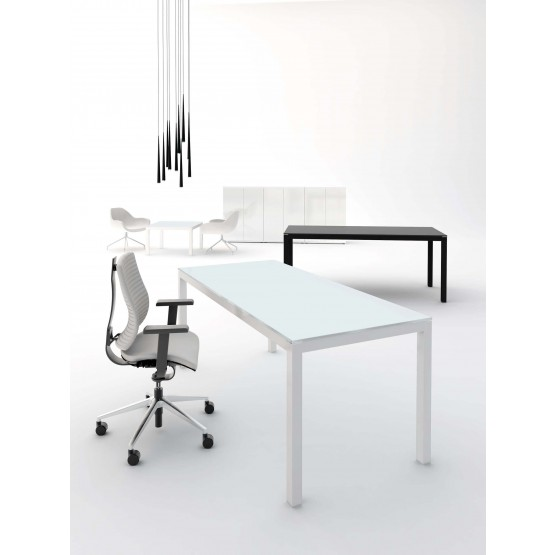 Impuls Customizable Executive Desk photo